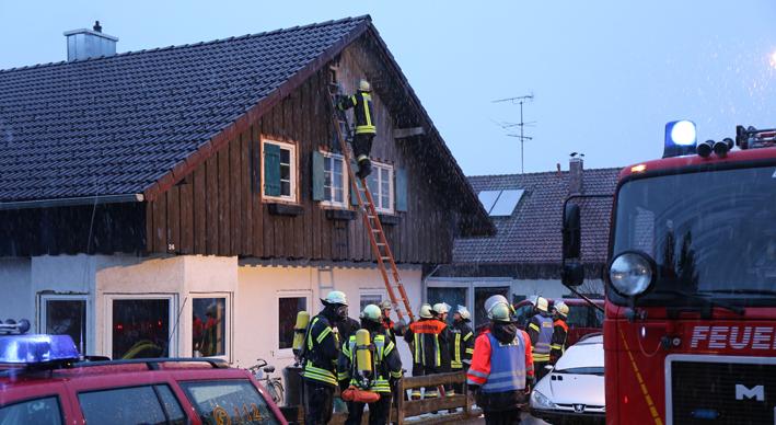 02-02-2014 ostallgaeu marktoberdorf kabelbrand dach wohnhaus feuerwehr-mod bringezu new-facts-eu20140202 titel