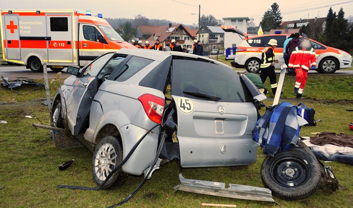02-02-2014 guenzburg hairenbuch unfall vorfahrt 45-km-h-pkw-foto-weiss new-facts-eu20140202 titel