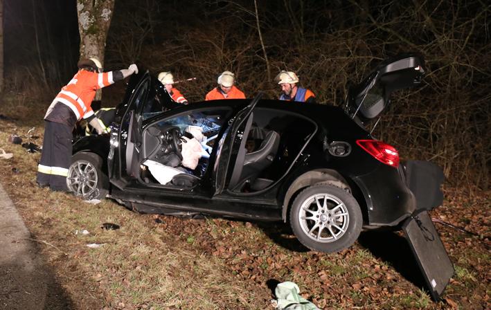 08-02-2014 ostallgaeu oal4 hoermannshofen bernbach unfall pkw-baum zwei-schwerverletzte bringezu new-facts-eu20140208 titel