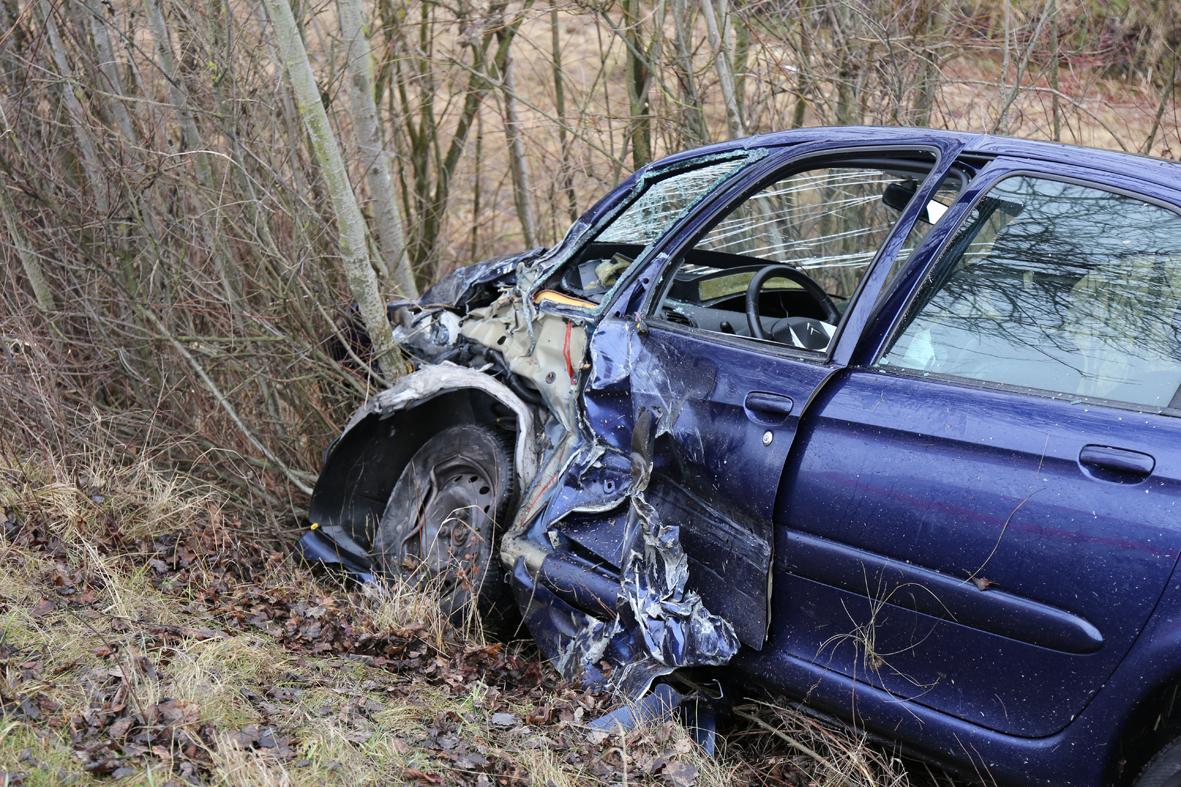 07-02-2014 b12 marktoberdorf kaufbeuren unfall frontal verletzte bringezu new-facts-eu20140207 0004