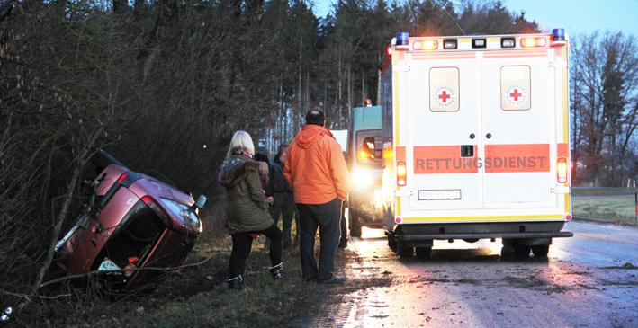 13-02-2014 biberach egelsee glaette pkw-ueberschlag verletzt poeppel new-facts-eu20140213 titel