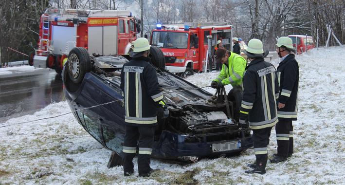22-02-2014 oberallgaeu immenstadt unfall ueberschlag-pkw feuerwehr liss new-facts-eu20140222 titel