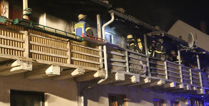 01-03-2014 memmingen brandanschlag stadtmauer an-der-kaserne feuerwehr brandstiftung poeppel new-facts-eu20140301 titel