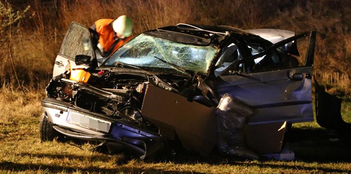 15-03-2014 unterallgaeu westerheim guenz unfall ueberschlag verletzt poeppel new-facts-eu20140315 titel