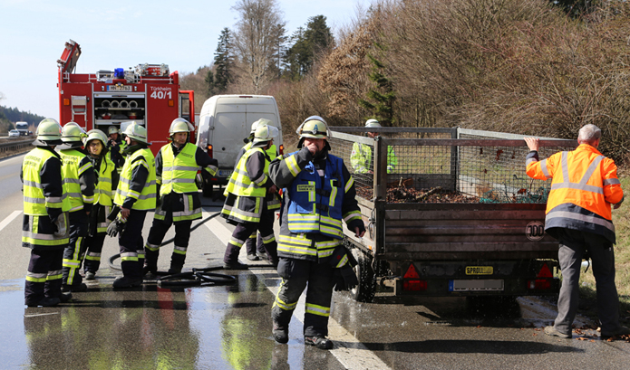 18-03-2014 a96-tuerkheim mindelheim brand anhänger feuerwehr-tuerkheim poeppel new-facts-eu20140318 titel