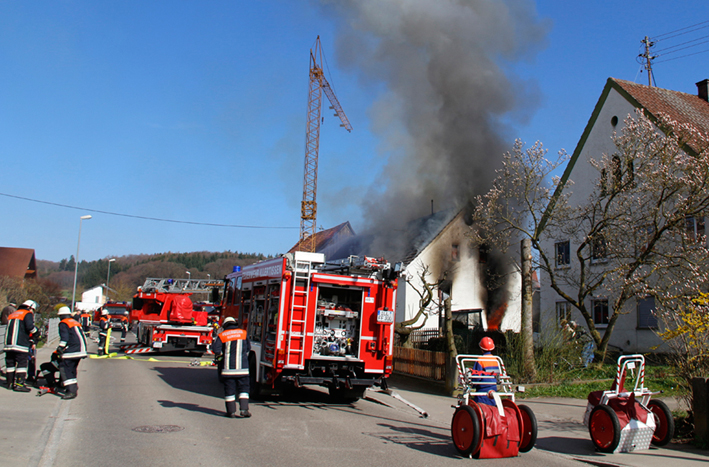 29-03-2014 neu-ulm unterroth brand wohnhaus toter feuerwehr wis new-facts-eu20140329 titel