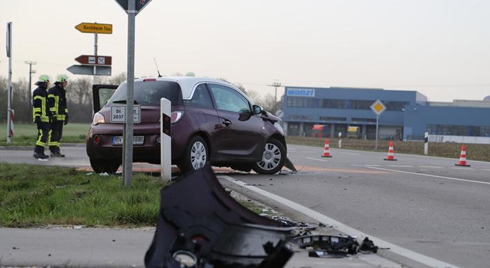 31-03-2014 unterallgaeu kirchheim unfall wanzl-kreuzung schwerverletzte feuerwehr poeppel new-facts-eu20140331 titel