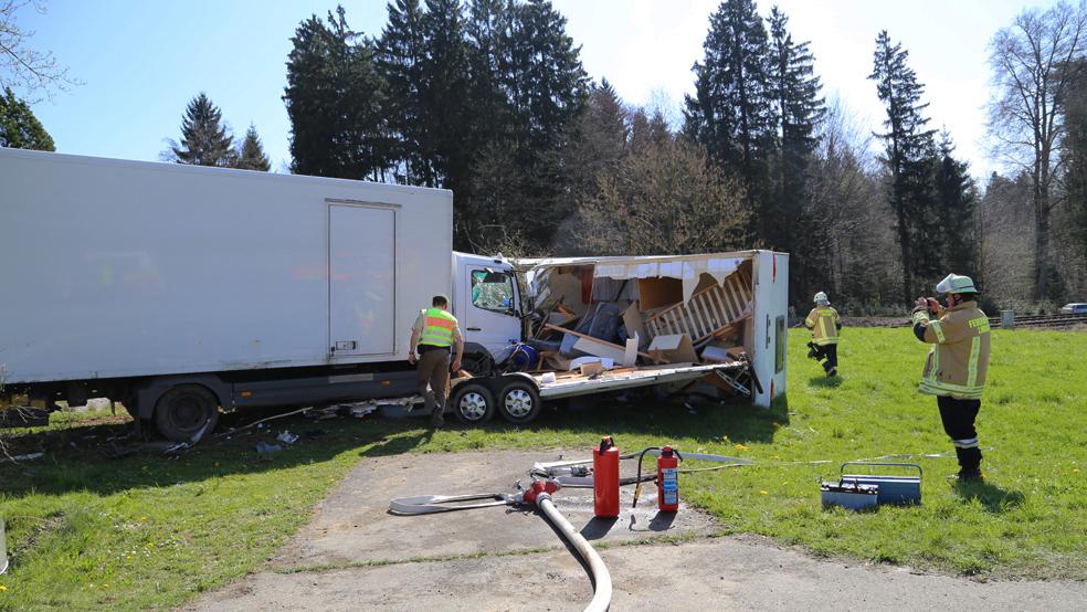 02-04-2014 lindau oberreitnau lkw pkw wohnwagen unfall schwerverletzte groll new-facts-eu20140402 titel
