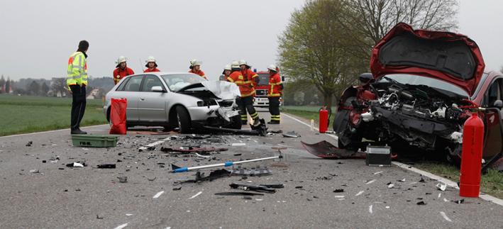 04-04-2014 biberach warthausen unfall frontalzusammenstoss zwei-schwerverletzte zwiebler new-facts-eu20131128 titel