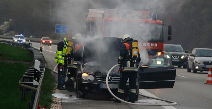 05-04-2014 a7-Illertissen altenstadt pkw-brand feuerwehr-illertissen wis new-facts-eu20140405 titel