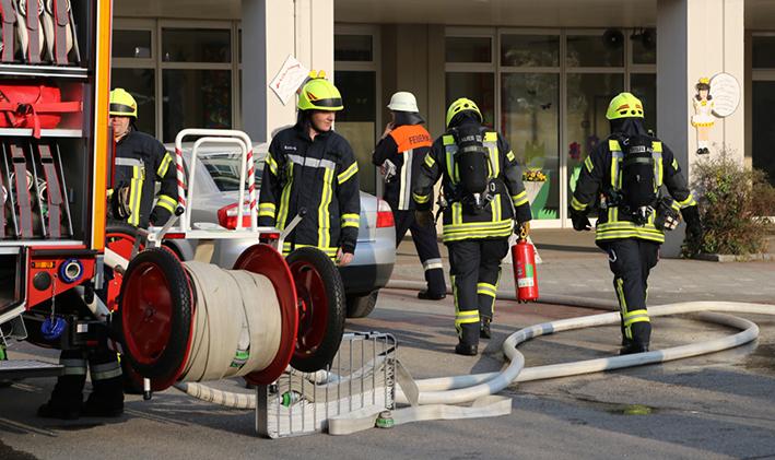 2014041111-04-2014 neu-ulm altenstadt brand schule b5 feuerwehr rettungsdienst poeppel new-facts-eu titel