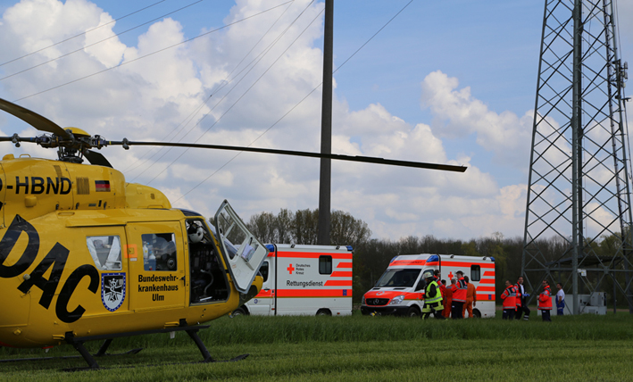 23-04-2014-biberach-kirchberg-hochspannungsleitung-unfall-arbeiter-feuerwehr-poeppel new-facts-eu titel