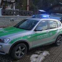 01-02-2014_oberallgau_rubi_dhl-transporter-prallt-gegen-baum_verletzt_liss_new-facts-eu20140201_0003