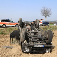 01-04-2014_unterallgaeu_bad-groenenbach_unfall_ueberschlag_first-responder_feuerwehr_poeppel_groll_new-facts-eu20140401_0008