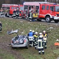02-02-2014_guenzburg_grundremmingen_unfall_eingeklemmt_ glatteis_obeser_new-facts-eu20140202_0006