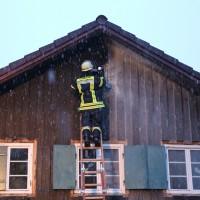 02-02-2014_ostallgaeu_marktoberdorf_kabelbrand_dach_wohnhaus_feuerwehr-mod_bringezu_new-facts-eu20140202_0015