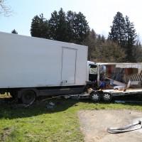 02-04-2014_lindau_oberreitnau_lkw_pkw_wohnwagen_unfall_schwerverletzte_groll_new-facts-eu20140402_0012