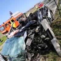 02-04-2014_lindau_oberreitnau_lkw_pkw_wohnwagen_unfall_schwerverletzte_groll_new-facts-eu20140402_0014
