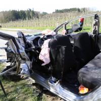 02-04-2014_lindau_oberreitnau_lkw_pkw_wohnwagen_unfall_schwerverletzte_groll_new-facts-eu20140402_0016