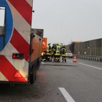 03-04-2014_bab-a96_kohlbergtunnel_erkheim_unfall_sicherungsanhänger_baustelle_new-facts-eu20140203_0006
