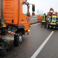 03-04-2014_bab-a96_kohlbergtunnel_erkheim_unfall_sicherungsanhänger_baustelle_new-facts-eu20140203_0007