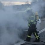 04-11-2013_bab-a7_illertal_altenstadt_dettingen_pkw-brand_poeppel_new-facts-eu20131104_0012