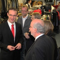04-12-2013_memmingen_brk-laden_neueroffnung_poeppel_new-facts-eu20131204_0004