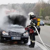 05-04-2014_a7-Illertissen_altenstadt_pkw-brand_feuerwehr-illertissen_wis_new-facts-eu20140405_0003