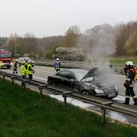 05-04-2014_a7-Illertissen_altenstadt_pkw-brand_feuerwehr-illertissen_wis_new-facts-eu20140405_0004