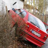 06-01-2013_neu-ulm_illerzell_unfall_pkw-gegen-garage_wis_new-facts-eu20140106_0004