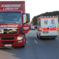 07-01-2014_b12_wilpoldsried_unfall-lkw_krankenwagen_feuerwehr_verletzte_poeppel_new-facts-eu20140107_0003