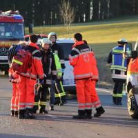 07-01-2014_b12_wilpoldsried_unfall-lkw_krankenwagen_feuerwehr_verletzte_poeppel_new-facts-eu20140107_0006
