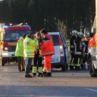 07-01-2014_b12_wilpoldsried_unfall-lkw_krankenwagen_feuerwehr_verletzte_poeppel_new-facts-eu20140107_0008