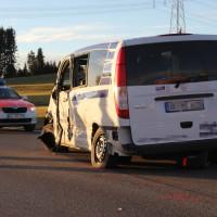 07-01-2014_b12_wilpoldsried_unfall-lkw_krankenwagen_feuerwehr_verletzte_poeppel_new-facts-eu20140107_0009