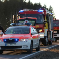 07-01-2014_b12_wilpoldsried_unfall-lkw_krankenwagen_feuerwehr_verletzte_poeppel_new-facts-eu20140107_0011