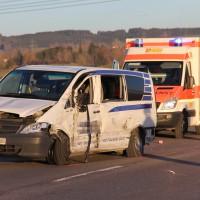 07-01-2014_b12_wilpoldsried_unfall-lkw_krankenwagen_feuerwehr_verletzte_poeppel_new-facts-eu20140107_0016