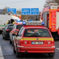 07-12-2013_bab-a96_memmingen_buxheim_unfall_feuerwehr-memmingen_poeppel_new-facts-eu20131207_0005