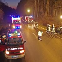 09-03-2014_guenzburg_b300_thannhausen_unfall_feuerwehr_foto-weiss_new-facts-eu20140309_0005
