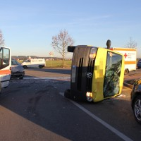 10-12-2013_memmingen_europastrasse_unfall_transporter_pkw_poeppel_new-facts-eu20131210_0001