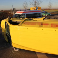 10-12-2013_memmingen_europastrasse_unfall_transporter_pkw_poeppel_new-facts-eu20131210_0003