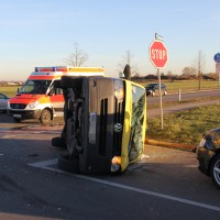 10-12-2013_memmingen_europastrasse_unfall_transporter_pkw_poeppel_new-facts-eu20131210_0007