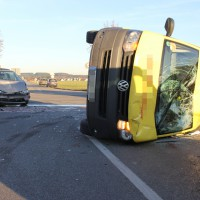 10-12-2013_memmingen_europastrasse_unfall_transporter_pkw_poeppel_new-facts-eu20131210_0009
