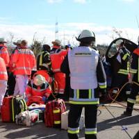 11-02-2014_b12-Altdorf_geisenried_sieben-schwerverletzte_feuerwehr_lkw_pkw_poeppel__bringezu_new-facts-eu20140211_0008