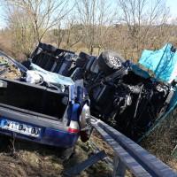 11-02-2014_b12-Altdorf_geisenried_sieben-schwerverletzte_feuerwehr_lkw_pkw_poeppel__bringezu_new-facts-eu20140211_0024