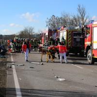 11-02-2014_b12-Altdorf_geisenried_sieben-schwerverletzte_feuerwehr_lkw_pkw_poeppel__bringezu_new-facts-eu20140211_0026