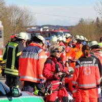 11-02-2014_b12-Altdorf_geisenried_sieben-schwerverletzte_feuerwehr_lkw_pkw_poeppel__bringezu_new-facts-eu20140211_0047
