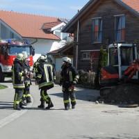 11-04-2014_oberallgaeu_altusried_gaasleitung_bagger_feuerwehr_poeppel_new-facts-eu20140411_0004