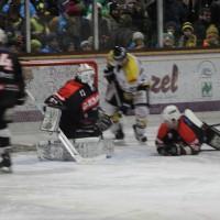 12-01-2014_allgau-derby_eishockey_indians_ecdc-memmingen_erc-sonthofen_niederlage_poeppel_new-facts-eu20140112_0045