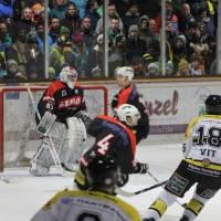 12-01-2014_allgau-derby_eishockey_indians_ecdc-memmingen_erc-sonthofen_niederlage_poeppel_new-facts-eu20140112_0058