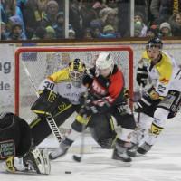 12-01-2014_allgau-derby_eishockey_indians_ecdc-memmingen_erc-sonthofen_niederlage_poeppel_new-facts-eu20140112_0074